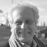 Dr Paul De Munck